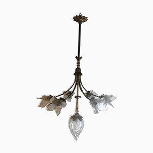 Lámpara de araña antigua de bronce con pantallas en forma de tulipanes