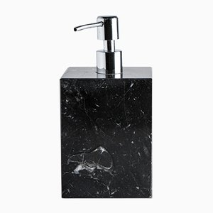 Dispensatore di sapone quadrato in marmo nero di FiammettaV Home Collection, 2019