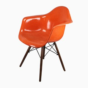 Poltrona in fibra di vetro e metallo di Charles & Ray Eames per Herman Miller, anni '60