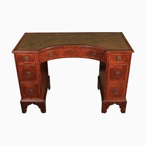 Schreibtisch im Queen Anne Stil aus Nussholz, 1920er