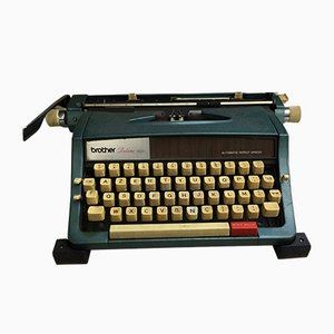 Vintage Deluxe 1522 Typewriter from Brother