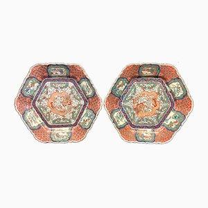 Platos japoneses hexagonales de porcelana de Imari, siglo XIX. Juego de 2