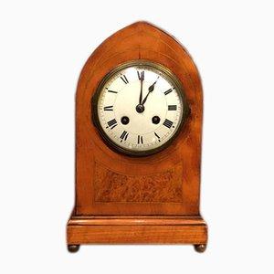 Reloj de repisa antiguo de madera satinada, década del 1900