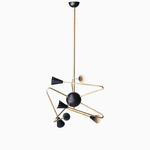 Lámpara de techo italiana triangular de latón negro, años 50