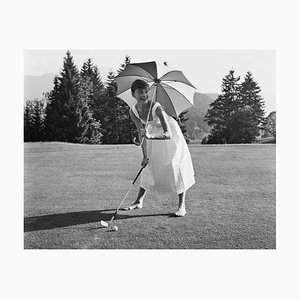 Golfing Hepburn Druck von Hulton Archive