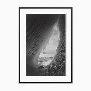 Ice Cavern Grafikdruck von Herbert George Ponting