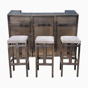 Mueble bar vintage de cobre y latón con taburetes de Maison Jansen, años 70