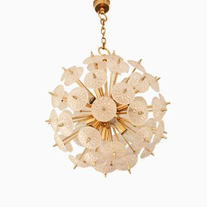 Lámpara de araña Mid-Century de latón y cristal de Val Saint Lambert