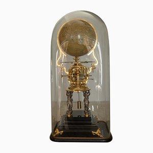 Horloge Antique avec Globe Terrestre par Victor Laneuville