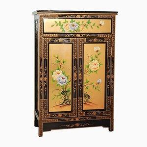 Chinesischer Vintage Schrank mit floralen Mustern