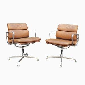 Sillas giratorias EA 208 de cuero de Charles & Ray Eames para Herman Miller, años 60. Juego de 2