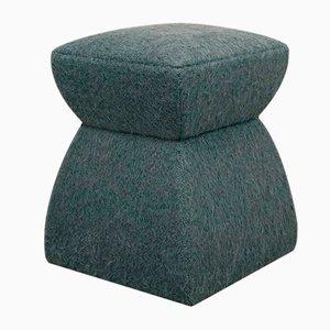 Puf Cusi de mohair verde de KABINET