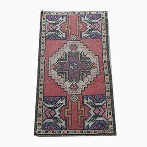 Kleiner handgeknüpfter Vintage Teppich