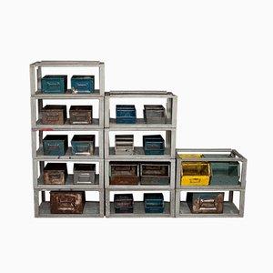 Estantería industrial de metal con cajas de almacenamiento, años 70