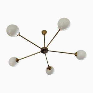 Italienische Mid-Century kugelförmige Deckenlampe aus Opalglas und Messing, 1950er