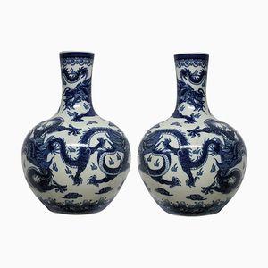 Große chinesische Vasen in Blau & Weiß, 1960er, 2er Set