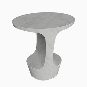 Mesa auxiliar Atlas de mármol de Carrara blanco de Adolfo Abejon