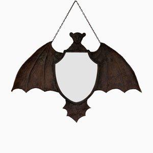 Espejo Arts & Crafts antiguo en forma de murciélago de metal martillado