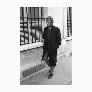 Johnny Hallyday. Seul dans la rue à Paris, le 2 Mars 1987. Photograph by Francis Apesteguy, 2016