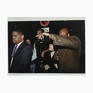 Madonna protégée par ses gorilles Fotografie von Francis Apestegu, 2014