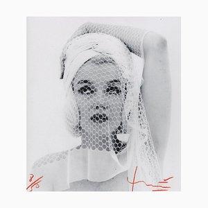 Fotografía Marilyn Looking Up in the Veil Velo de Bert Stern, 2012