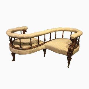 Viktorianisches Loveseat Sofa aus geschnitztem Walnussholz