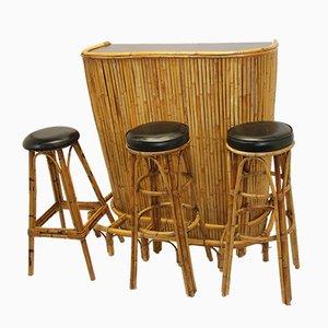 Set da salotto Mid-Century in bambù con tavolino Tiki e tre sgabelli, anni '50