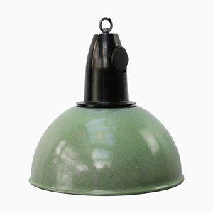 Grün emaillierte industrielle Vintage Hängelampe aus Bakelit