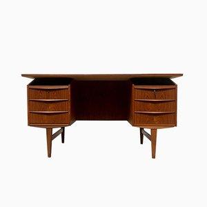 Freistehender dänischer Mid-Century Schreibtisch aus Teak, 1960er
