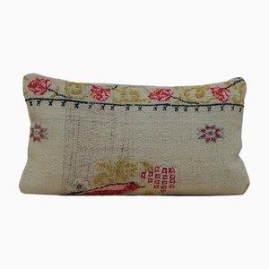 Federa Kilim vintage con motivo floreale di Vintage Pillow Store Contemporary