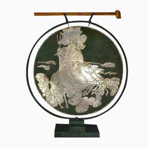 Hoher Dinanderie Gong von Loys Paris, 1930er