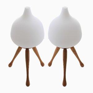 Lampade da tavolo moderne in quercia e vetro opalino di Uno & Östen Kristiansson per Luxus, Scandinavia, 1953, set di 2