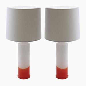 Moderne skandinavische Tischlampen in Weiß & Rot von Uno & Östen Kristiansson für Luxus, 1968, 2er Set