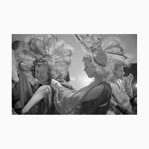 Feather Headdress Druck von Bert Hardy