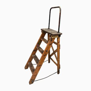 Industrielle Vintage Stufenleiter aus Holz, 1930er