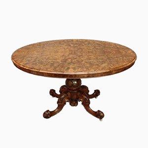 Mesa de comedor antigua de nogal