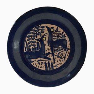 Großer blauer Teller mit Antilopen-Motiv von Roger Mequinion, 1940er