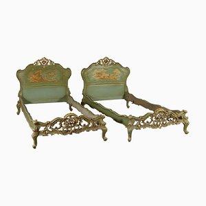 Sofás camas italianos antiguos de madera. Juego de 2