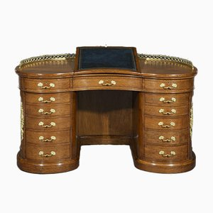 19th-Century Brown Oak Kidney-Shaped Ormolu-Mounted Desk from Gillows of Lancaster