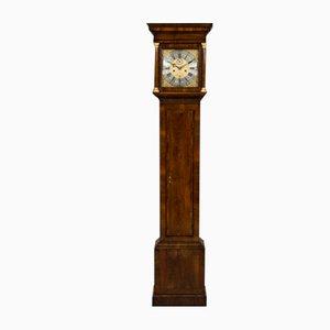 Reloj de caja alta George III de nogal de Richard Lewis of Wincanton, siglo XVIII