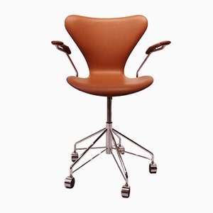 Modell 3217 Schreibtischstuhl aus cognacfarbenem Leder von Arne Jacobsen für Fritz Hansen, 1980er