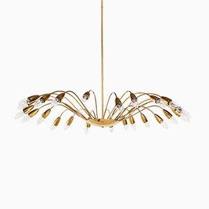 Lámpara de araña Mid-Century de metal dorado con 24 brazos, años 50