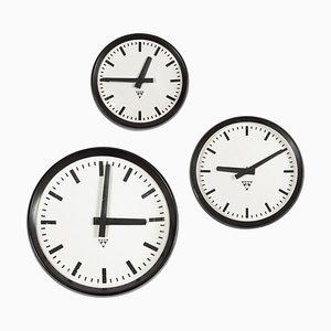 Horloge Industrielle Vintage en Bakélite et Verre de Pragotron, 1970s