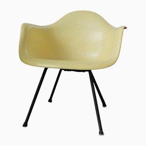 Poltrona LAX gialla di Charles & Ray Eames per Zenith Plastics, 1952