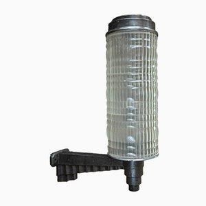 Lámpara de pared francesa Art Déco de hierro fundido de Holophane, años 20