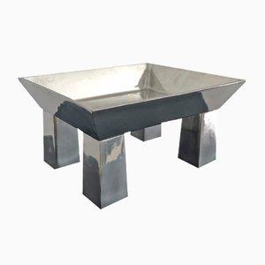 Centrotavola in peltro martellato di Ettore Sottsass per Metallia Sérafino Zani, 1999