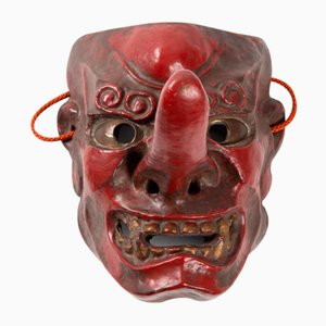 Antike japanische Tengu Maske aus Rot lackiertem Holz, 1900er