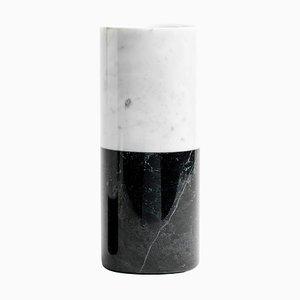 Vaso cilindrico in marmo bianco e nero di FiammettaV Home Collection