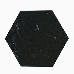 Sechseckiger Teller aus schwarzem Marmor & Kork von FiammettaV Home Collection