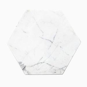 Weißer sechseckiger Teller aus Marmor & Kork von FiammettaV Home Collection